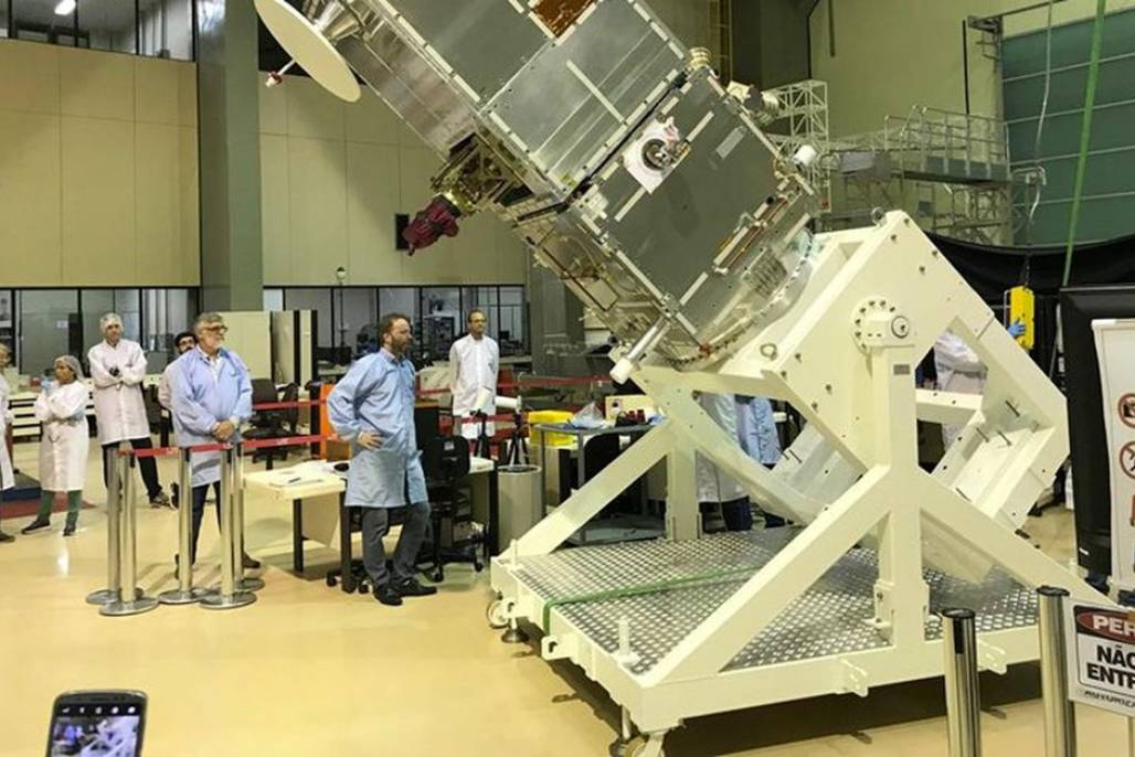 satelite-1 (Um grupo de 7 empresas de São José participou diretamente na produção do satélite brasileiro - Foto: Divulgação)