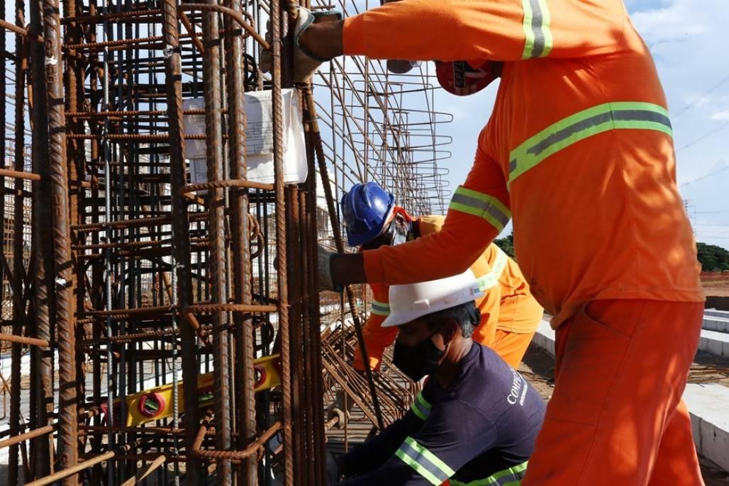 51081671298_b6ee5300c5_k (A construção civil tem aumentado a contratação de operários nos últimos meses - Foto: Adenir Britto/PMSJC)